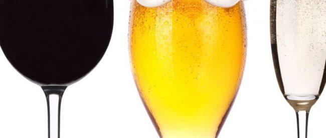Vinho X Cerveja: o que beber na praia?