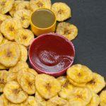 Receita: Chips de banana da terra com molho picante de pimenta vermelha, por José Barattino