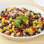 Receita: Salada de feijão preto e milho, pela tia do Pablo Aguilar