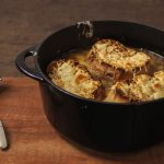 Receita: Sopa de cebola gratinada, por Rita Lobo
