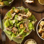 Receita: Caesar Salad, por Rachel Codreanschi