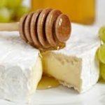 Receita: Queijo brie com mel e pistache, por Gustavo Jazra